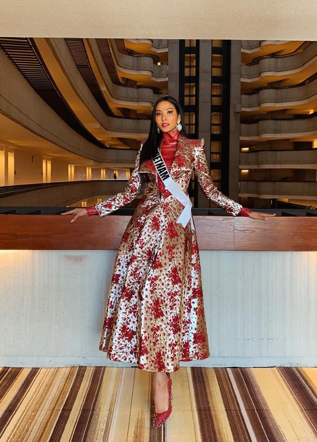Hoàng Thùy tại Miss Universe 2019: Trang phục đầu tư đã đành, giày cao gót cũng chưa đôi nào đi lại lần 2 kể từ khi sang Mỹ-10