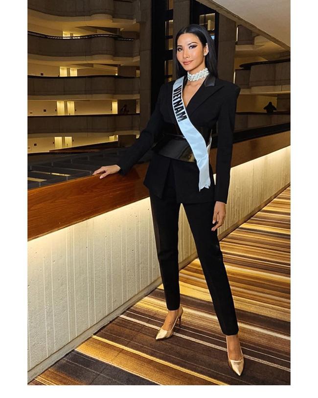 Hoàng Thùy tại Miss Universe 2019: Trang phục đầu tư đã đành, giày cao gót cũng chưa đôi nào đi lại lần 2 kể từ khi sang Mỹ-2