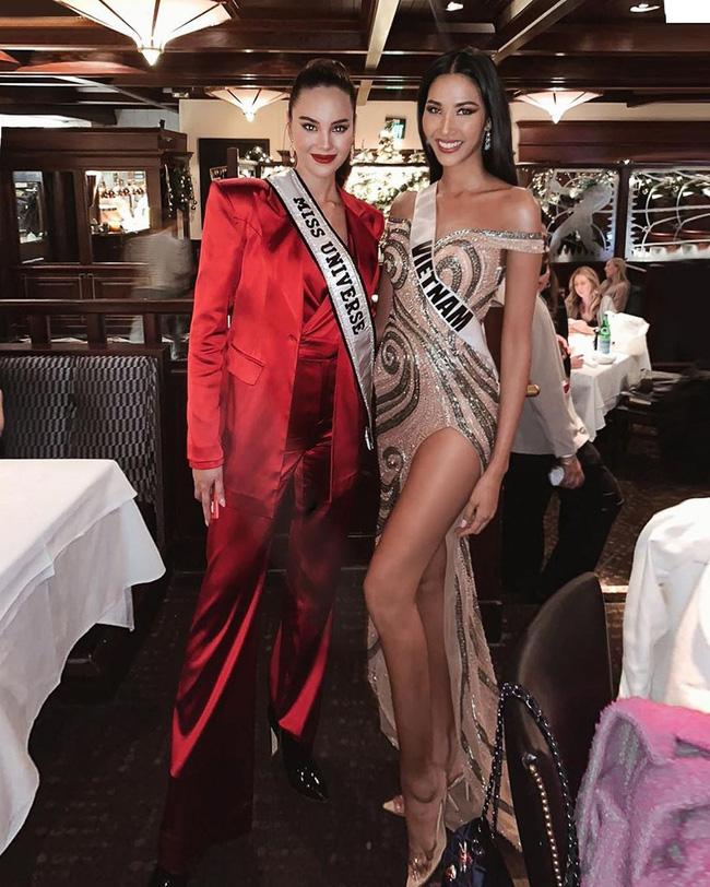 Hoàng Thùy tại Miss Universe 2019: Trang phục đầu tư đã đành, giày cao gót cũng chưa đôi nào đi lại lần 2 kể từ khi sang Mỹ-7