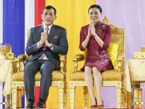 Hoàng hậu Thái Lan gây sốt với trang phục sườn xám cách tân khoe vẻ đẹp hút hồn, kết hợp ăn ý với nhà vua và được dân chúng ủng hộ