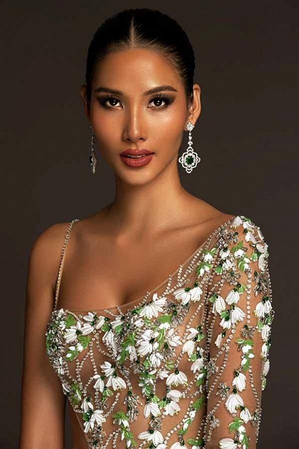 Trang phục dạ hội lấy cảm hứng từ giọt hoa tuyết của Hoàng Thuỳ tại Miss Universe 2019-2
