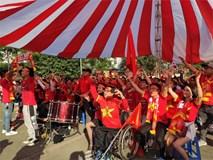 Hàng triệu người hâm mộ hướng mắt lên màn hình lớn chờ Việt Nam đánh bại Campuchia tiếp tục giấc mơ đoạt HCV
