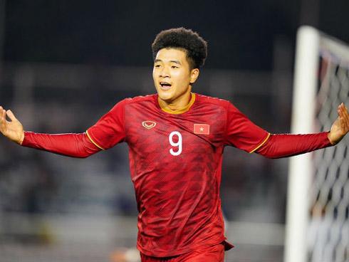 U22 Việt Nam 3-0 U22 Campuchia: Đức Chinh lập cú đúp nâng cách biệt lên 3 bàn cho đội nhà trươc khi kết thúc hiệp 1
