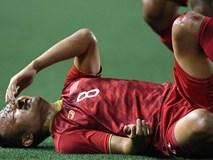 Trọng Hoàng bị phạm lỗi thô bạo, cầu thủ Campuchia vẫn lao vào trọng tài như muốn