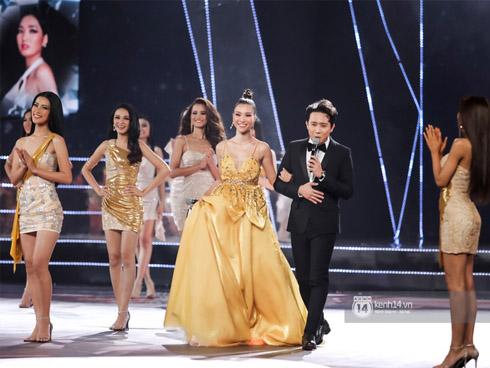 Trực tiếp chung kết Hoa hậu Hoàn vũ 2019: Top 15 chính thức lộ diện, bước vào vòng tự giới thiệu chuẩn quốc tế!