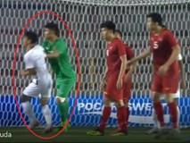 Pha bóng rất quái của Văn Toản khiến cầu thủ Campuchia nhận thẻ vàng