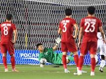 Văn Toản cản phá phạt đền xuất thần, xóa sạch mọi chỉ trích về sai lầm trong trận gặp Thái Lan