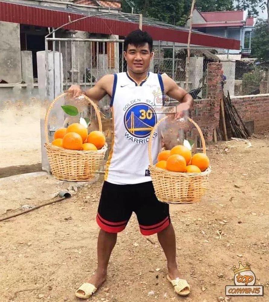 Cười bể bụng xem ảnh chế Đức Chinh nhấc bổng Campuchia-4