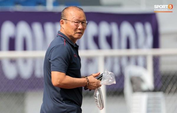 Chuyện giờ mới kể: HLV Park Hang-seo suýt bị cách ly ở U22 Việt Nam trước trận gặp Campuchia-2