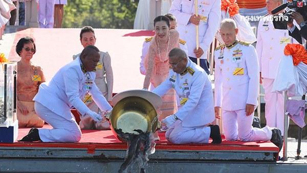 Hai nàng công chúa khác nhau một trời một vực của Hoàng gia Thái Lan: Người dịu dàng chuẩn mực, người nổi loạn cá tính-2