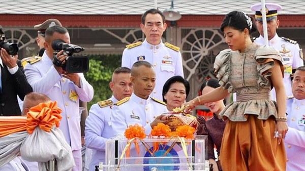 Hai nàng công chúa khác nhau một trời một vực của Hoàng gia Thái Lan: Người dịu dàng chuẩn mực, người nổi loạn cá tính-3