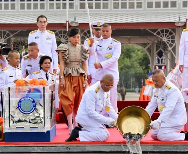 Hai nàng công chúa khác nhau một trời một vực của Hoàng gia Thái Lan: Người dịu dàng chuẩn mực, người nổi loạn cá tính-4