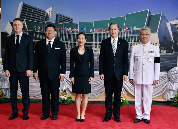 Hai nàng công chúa khác nhau một trời một vực của Hoàng gia Thái Lan: Người dịu dàng chuẩn mực, người nổi loạn cá tính-6