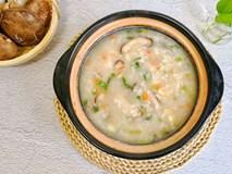 Tuần nào tôi cũng phải nấu một nồi cháo gà nấm vì vừa ngon vừa bổ, mùa đông ăn hợp vô cùng