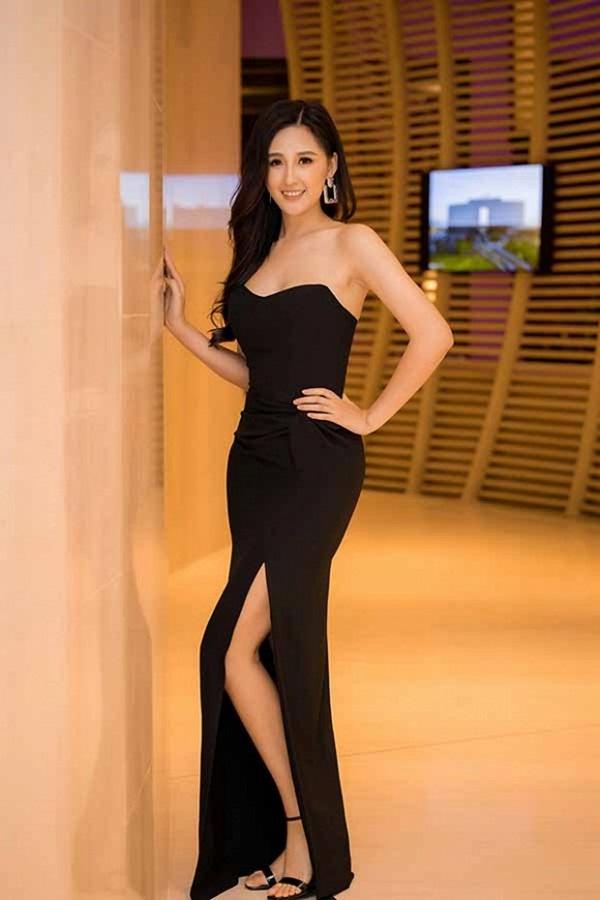Hoa hậu Mai Phương Thuý thay hai đầm dạ hội chặt chém trong cùng một sự kiện-1