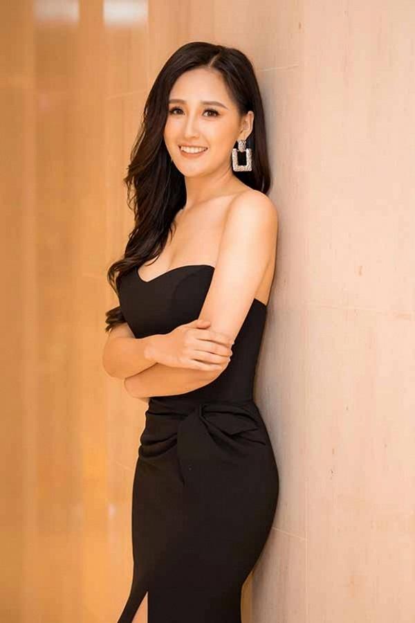 Hoa hậu Mai Phương Thuý thay hai đầm dạ hội chặt chém trong cùng một sự kiện-4