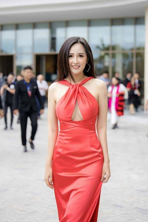 Hoa hậu Mai Phương Thuý thay hai đầm dạ hội chặt chém trong cùng một sự kiện-7