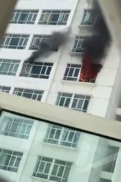 Cháy chung cư Hoàng Anh Golden House, hàng trăm cư dân tháo chạy-2