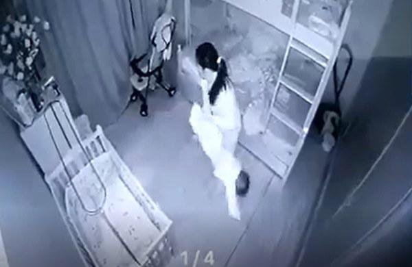 """Lạnh người với lý do người giúp việc cầm chân dốc ngược"""" bé gái 1 tuổi ở Nghệ An-3"""