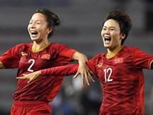 Em gái ngôi sao tuyển Thái Lan đánh đầu