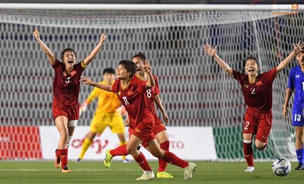 Tuyển nữ Việt Nam ăn mừng đầy cảm xúc sau khi đánh bại Thái Lan, khẳng định vị thế số 1 Đông Nam Á-1