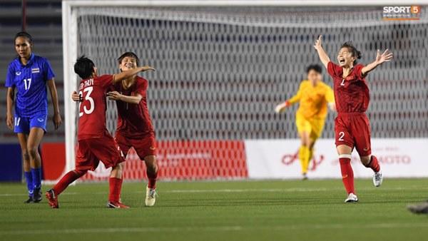Tuyển nữ Việt Nam ăn mừng đầy cảm xúc sau khi đánh bại Thái Lan, khẳng định vị thế số 1 Đông Nam Á-2