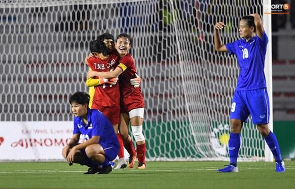 Tuyển nữ Việt Nam ăn mừng đầy cảm xúc sau khi đánh bại Thái Lan, khẳng định vị thế số 1 Đông Nam Á-3