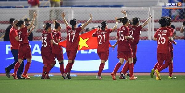 Tuyển nữ Việt Nam ăn mừng đầy cảm xúc sau khi đánh bại Thái Lan, khẳng định vị thế số 1 Đông Nam Á-4