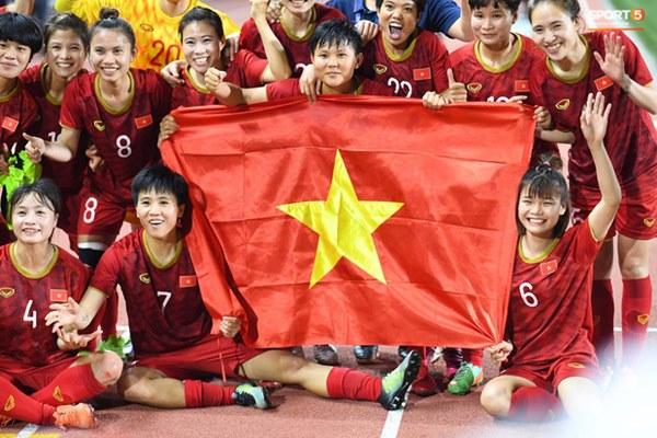 Tuyển nữ Việt Nam ăn mừng đầy cảm xúc sau khi đánh bại Thái Lan, khẳng định vị thế số 1 Đông Nam Á-5
