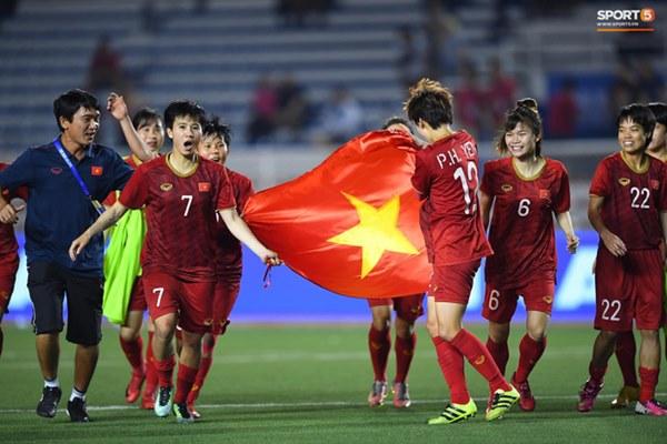 Tuyển nữ Việt Nam ăn mừng đầy cảm xúc sau khi đánh bại Thái Lan, khẳng định vị thế số 1 Đông Nam Á-6