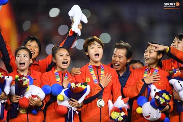 Tuyển nữ Việt Nam ăn mừng đầy cảm xúc sau khi đánh bại Thái Lan, khẳng định vị thế số 1 Đông Nam Á-13