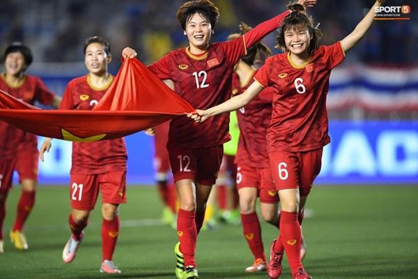 Tuyển nữ Việt Nam ăn mừng đầy cảm xúc sau khi đánh bại Thái Lan, khẳng định vị thế số 1 Đông Nam Á-7