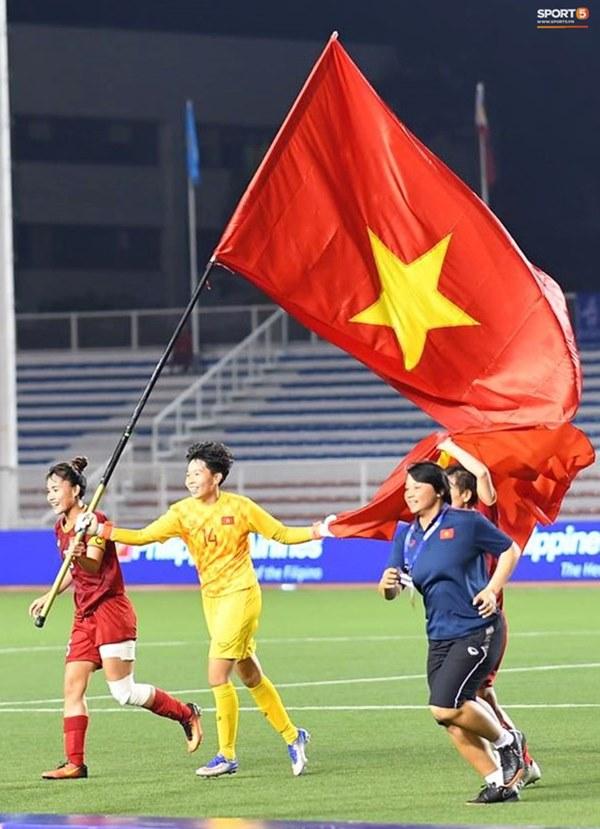 Tuyển nữ Việt Nam ăn mừng đầy cảm xúc sau khi đánh bại Thái Lan, khẳng định vị thế số 1 Đông Nam Á-9
