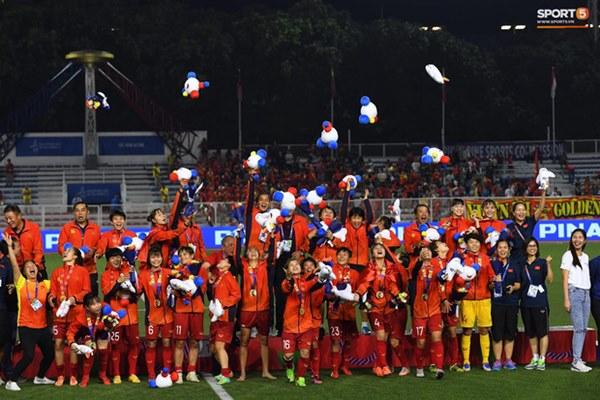 Tuyển nữ Việt Nam ăn mừng đầy cảm xúc sau khi đánh bại Thái Lan, khẳng định vị thế số 1 Đông Nam Á-11