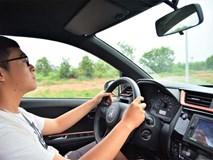 Vì sao trên kính lái ôtô có những chấm đen nhỏ li ti?