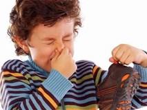 Đánh bay mùi hôi giày khó chịu chỉ bằng những mẹo đơn giản, ít tốn kém