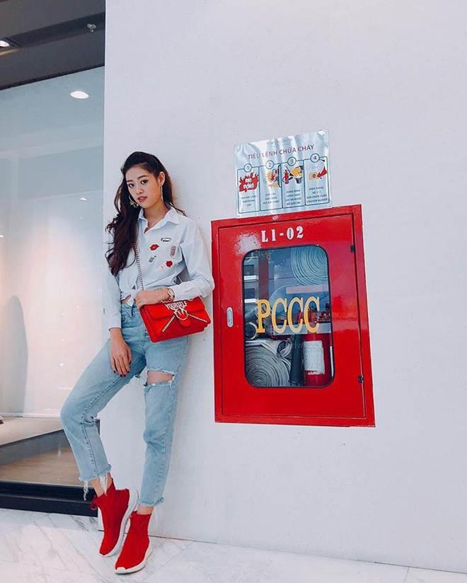 Ăn mặc cá tính hết phần thiên hạ, Hoa hậu Khánh Vân còn mê xài túi hiệu chẳng kém ai-11