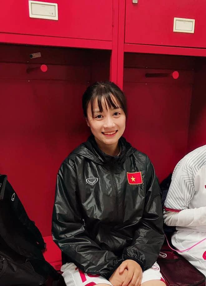Quyết liệt trên sân cỏ, ai ngờ 3 gương mặt khả ái của đội tuyển bóng đá nữ Việt Nam lại có những hình ảnh ngoài đời mềm mại như thế này-2