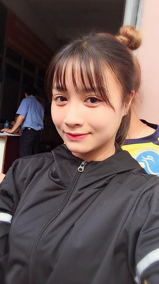 Quyết liệt trên sân cỏ, ai ngờ 3 gương mặt khả ái của đội tuyển bóng đá nữ Việt Nam lại có những hình ảnh ngoài đời mềm mại như thế này-6