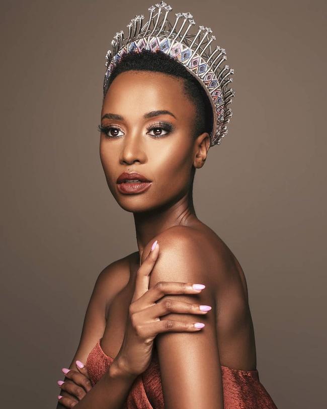 Chiêm ngưỡng loạt ảnh đời thường và background xịn của Tân Hoa hậu Hoàn vũ mới biết vì sao Hoàng Thùy lại bị người đẹp Nam Phi bỏ xa đến thế-3