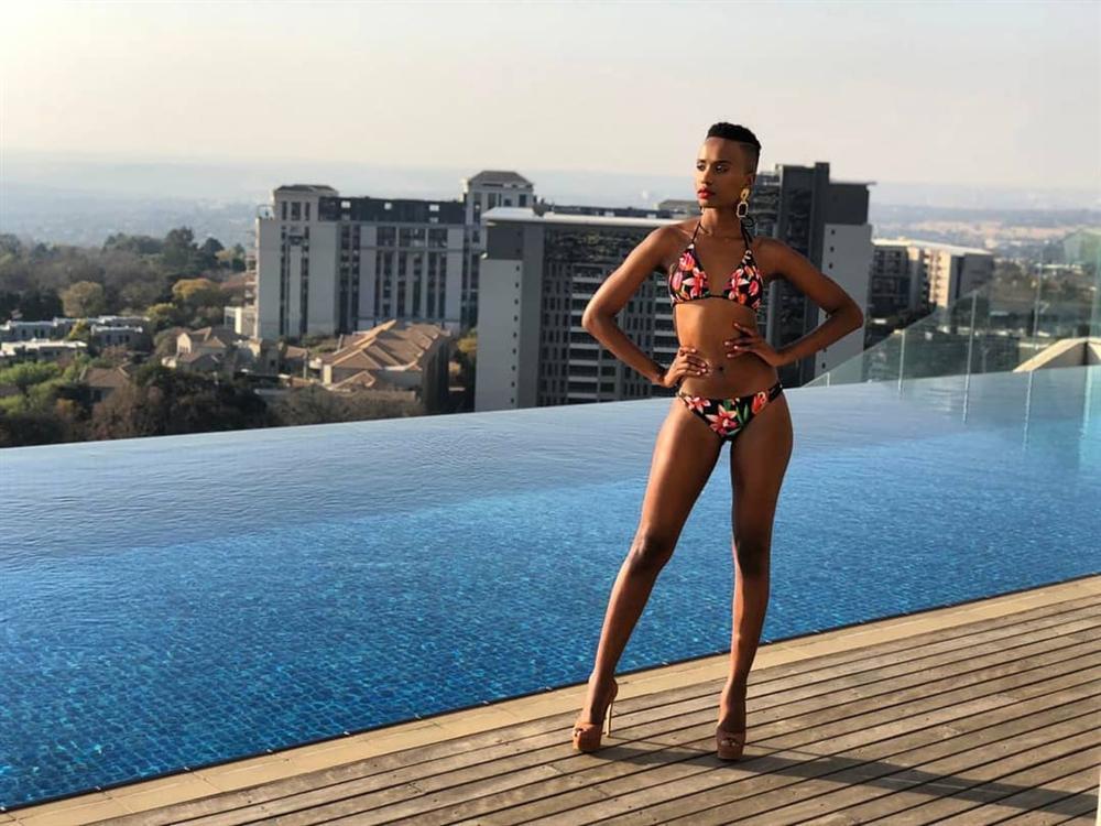 Chiêm ngưỡng loạt ảnh đời thường và background xịn của Tân Hoa hậu Hoàn vũ mới biết vì sao Hoàng Thùy lại bị người đẹp Nam Phi bỏ xa đến thế-9