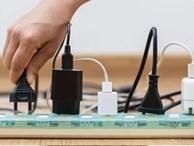 Nên thay ngay ổ cắm chống tăng điện áp trong nhà vì lý do an toàn này