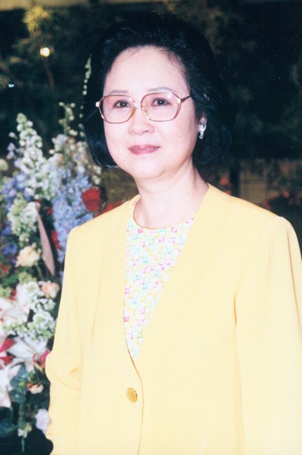 Chuyện đời trắc trở của nữ sĩ Quỳnh Dao: 3 đời chồng, chấp nhận làm tiểu tam giật chồng, tự tử vì bị cấm cưới vẫn không có hạnh phúc-4