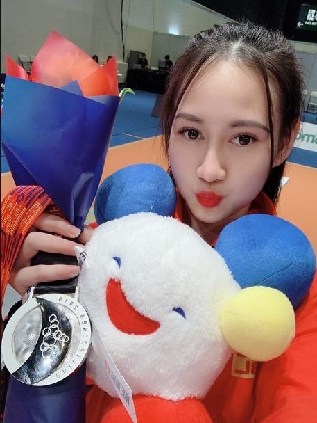 Quá xinh đẹp, hot girl môn kiếm chém đoạt HCB Sea Games lấn sân sang làm người mẫu khiến cộng đồng mạng bất ngờ-1