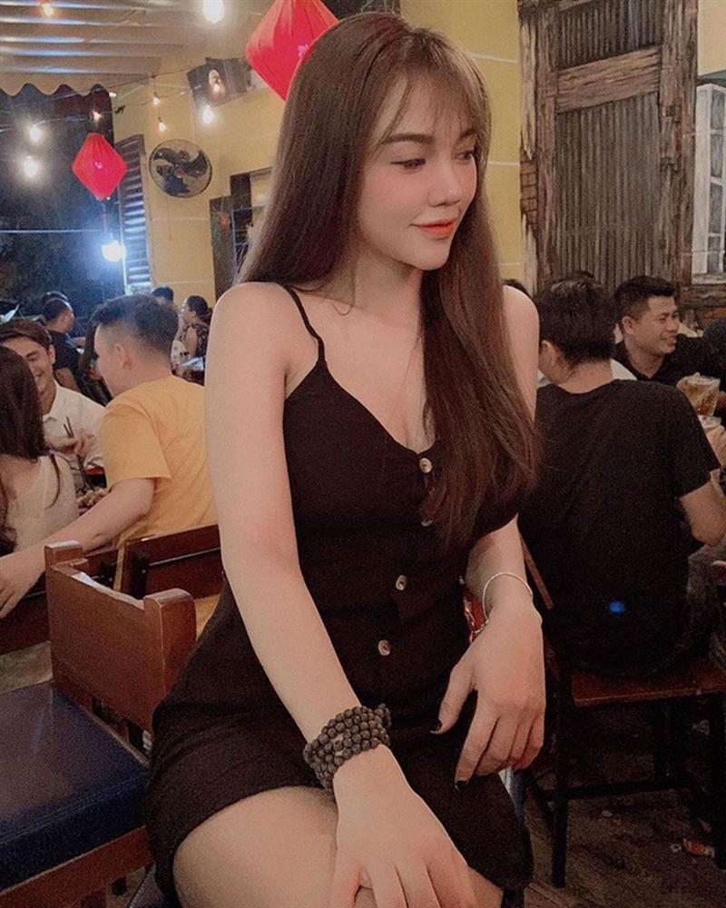 Bạn gái cầu thủ dự SEA Games 30 toàn hot girl có phong cách gợi cảm-3