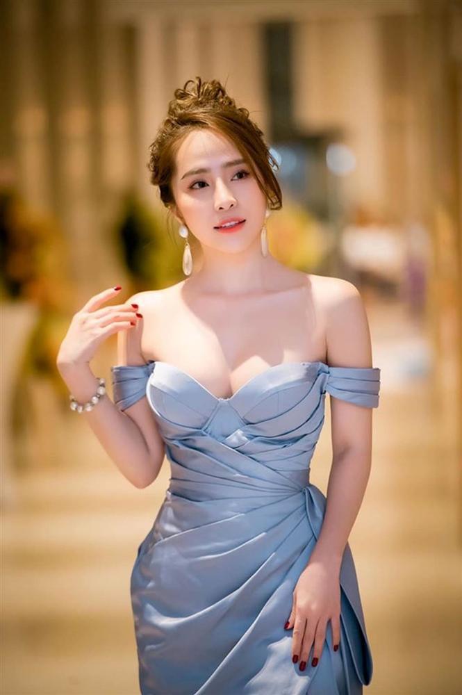 Trần Tiểu Vy mặc hở lưng trần nuột nà, Quỳnh Nga diện váy trễ vai hút ánh nhìn-4