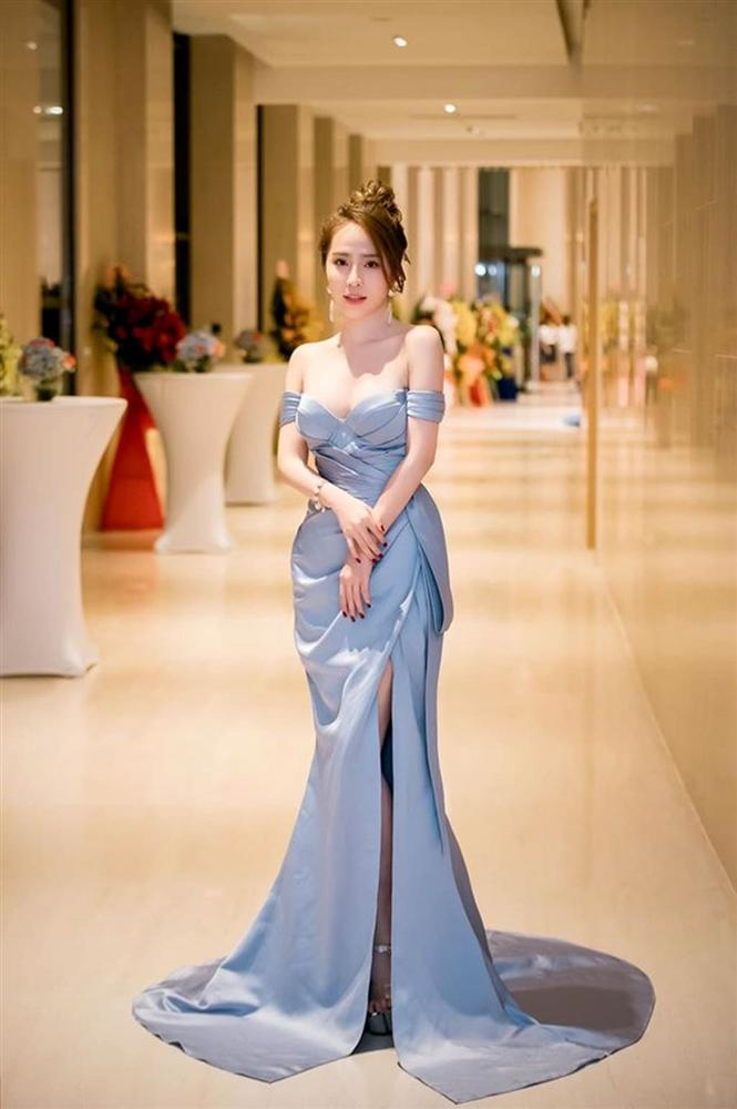 Trần Tiểu Vy mặc hở lưng trần nuột nà, Quỳnh Nga diện váy trễ vai hút ánh nhìn-5