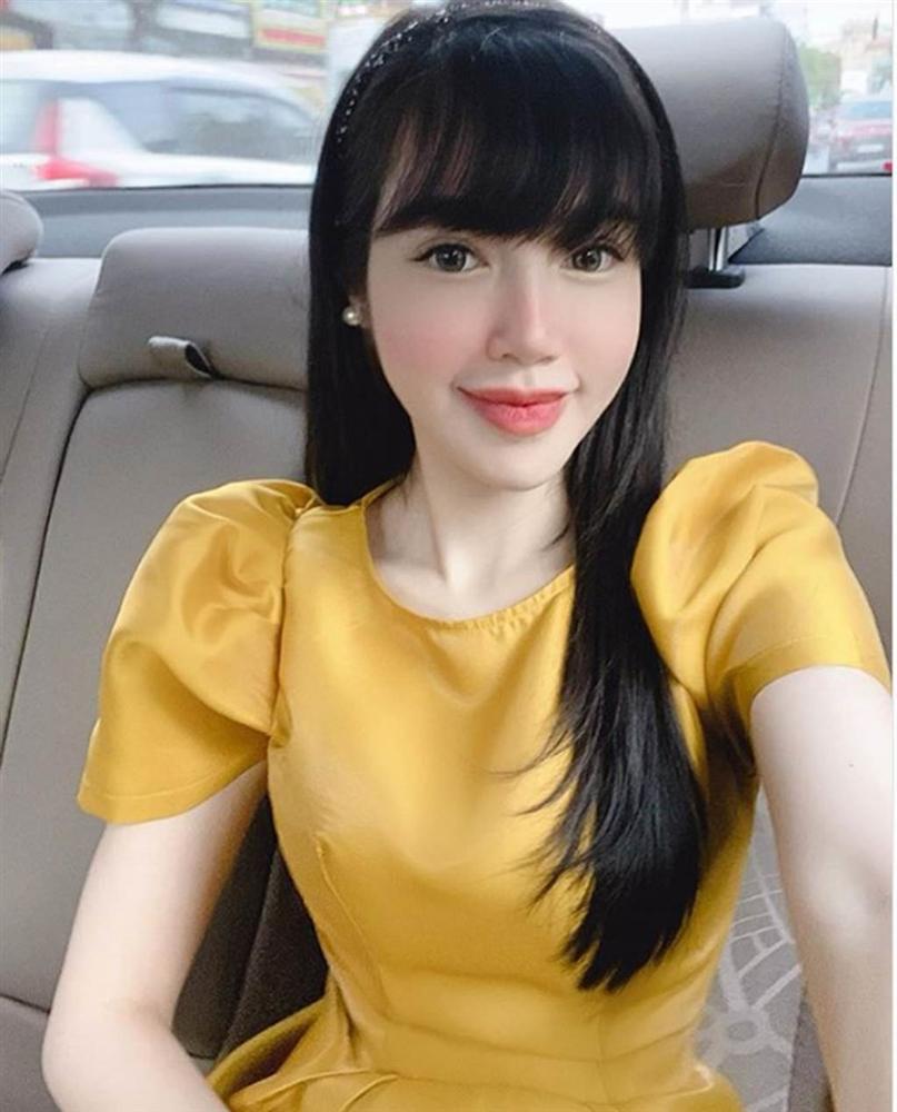 Trần Tiểu Vy mặc hở lưng trần nuột nà, Quỳnh Nga diện váy trễ vai hút ánh nhìn-6