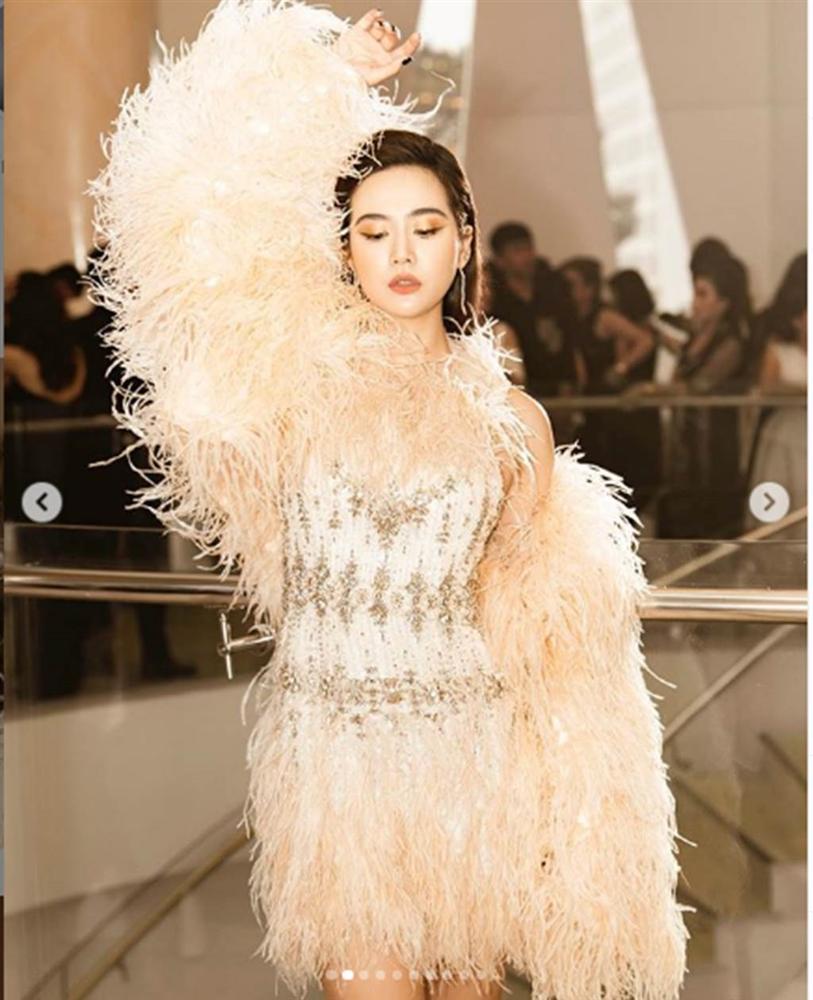 Trần Tiểu Vy mặc hở lưng trần nuột nà, Quỳnh Nga diện váy trễ vai hút ánh nhìn-9