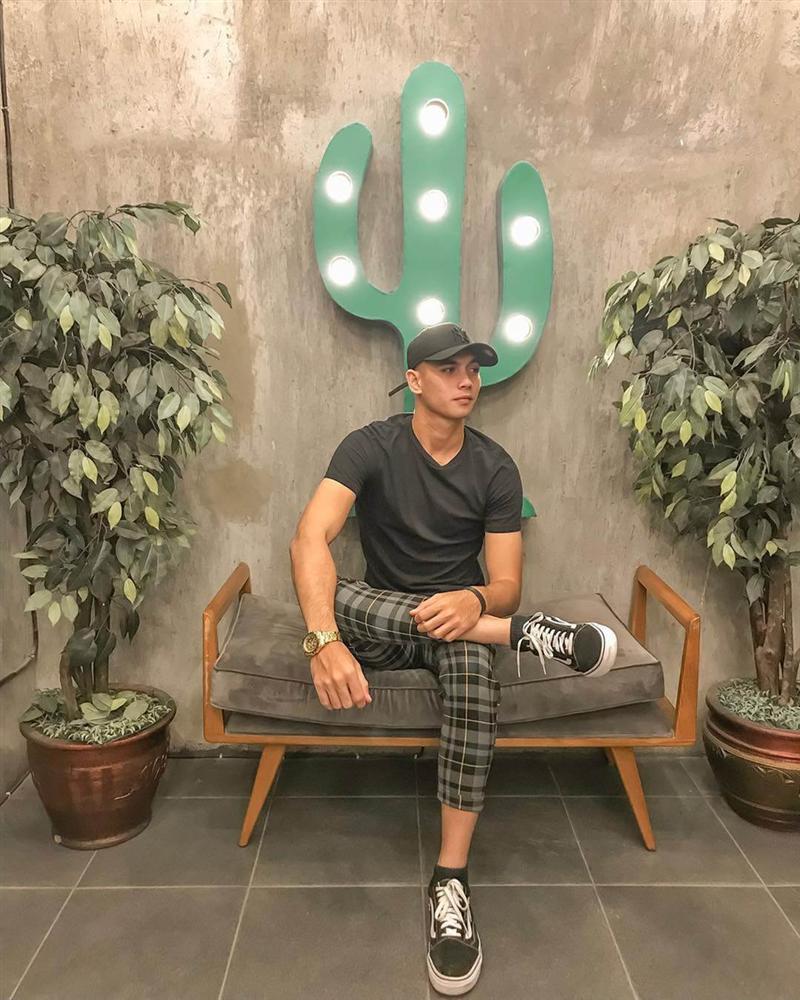 Thủ môn U22 Indonesia được khen mặc đẹp dù toàn đồ giá rẻ-7